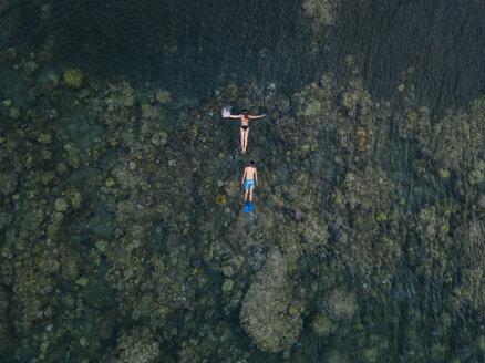Couple snorkeling in ocean - KNTF02617