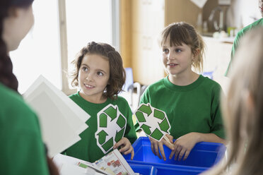 Mentor teaching students to recycle in classroom - HEROF06552