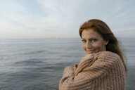Germany, Hamburg, portrait of smiling woman at the Elbe shore - JOSF02878