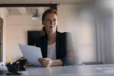 Deutschland; Hamburg; Frau; 44 Jahre; Speicherstadt; Business; Büro; Altbau - JOSF02992