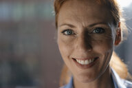 Portrait of smiling businesswoman - JOSF03025