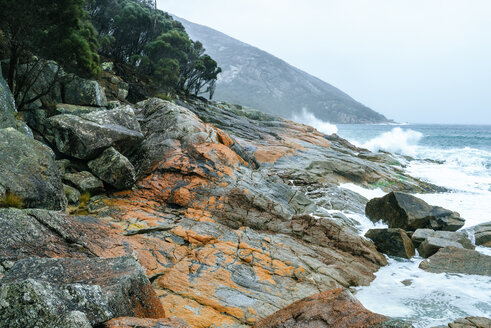 Australia, Tasmania, Landscape of red stones in freycinet national park. - KIJF02199
