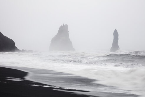 Iceland, South Iceland, Vik i Myrdal, Vik Rock on Reynisfjara beach - WIF03782