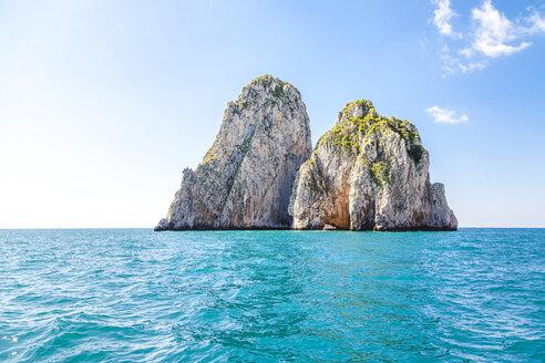 Italy, Campania, Gulf pf Naples, Capri Island, famous faraglioni rocks - FLMF00091