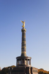 Germany, Berlin, view to victory column against blue sky - GWF05818