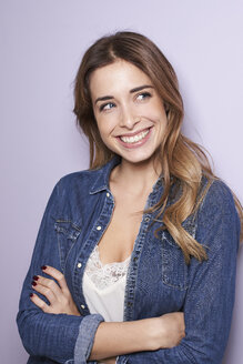 Portrait of laughing young woman - PNEF01161