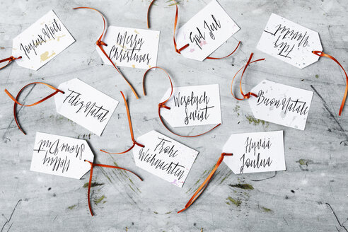 Merry Christmas wrote in several languages of DIY gift tags - LSF00086