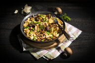 Ribbon noodles with Crimini Mushrooms, peas and chickpeas - MAEF12776