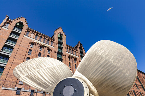 Germany, Hamburg, marine propeller in front of the International Maritime Museum - WD05053