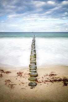 Aufnahme Langzeitbelichtung von Strandbuhnen, Heiligendamm, Bad Doberan, Mecklenburg-Vorpommern, Deutschland - PUF01356