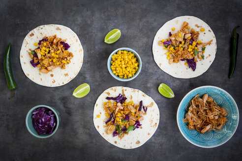 Wraps with marinated jackfruit, maize, red cabbage, coriander, lime and chili - LVF07704