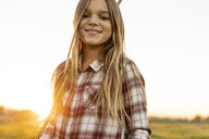 Portrait of relaxed blond girl at sunset - ERRF00683