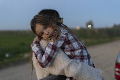 Portrait of girl on her mother's arms in the evening - ERRF00719