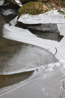 Germany, Saxony, Elbe Sandstone Mountains, Bastei area in winter, close-up of cracked ice structures - JTF01181