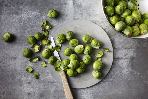 Preparing organic Brussels Sprouts - KSWF02020