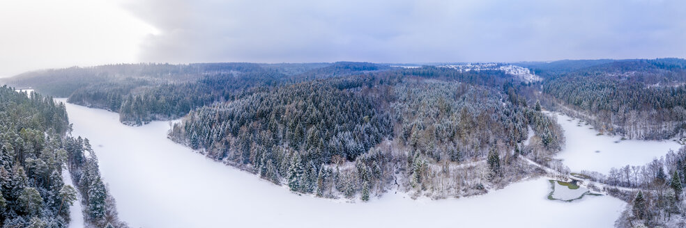 Germany, Baden-Wuerttemberg, Rems-Murr-Kreis, Swabian forest, Aerial view of forest and Herrenbach reservoir in winter - STSF01830