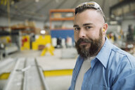 Portrait of confident worker in manufacturing plant - HEROF09013