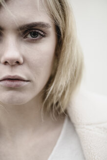 Portrait of serious blond young woman, partial view - JESF00216