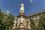 Italy, Milan, monument to Leonardo da Vinci on Piazza della Scala - PC00388