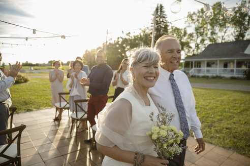 Happy senior couple getting married in sunny rural garden - HEROF11797