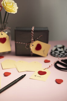 Labelling tags for Valentine gifts - MOMF00604
