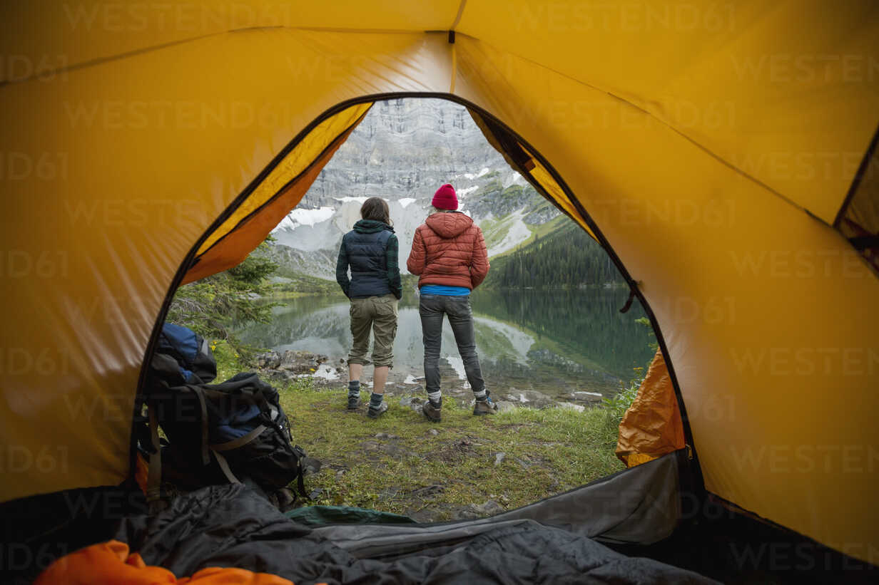 Female friends looking at lake view outside camping tent - HEROF12403 - Hero Images/Westend61