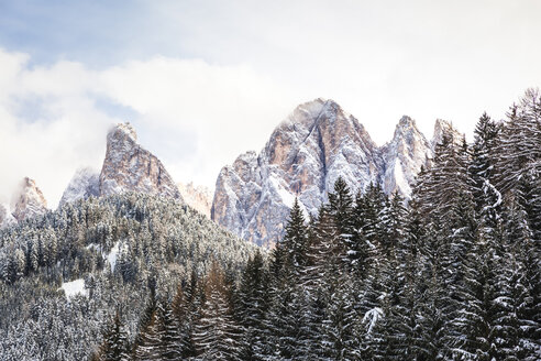 Italy, Trentino Alto-Adige, Val di Funes, Dolomites mountains, Santa Maddalena on a sunny winter day - FLMF00112
