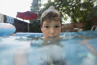 Portrait boy in swimming pool - HEROF13985