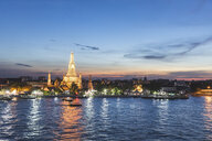 Thailand, Bangkok, Wat Arun temple at dusk with Chao Phraya river on foreground - WPEF01360