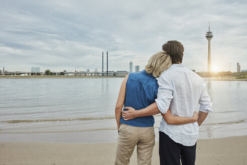 Germany, Duesseldorf, affectionate young couple at Rhine riverbank - RORF01664