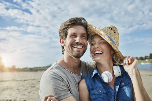 Happy young couple on the beach - RORF01688