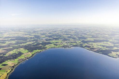 Deutschland, Bayern, Chiemsee, Luftaufnahme vom Chiemsee mit Blick auf Seebruck und Gollenshausen - MMAF00805