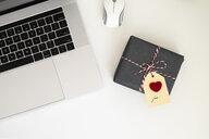 Valentine gift on office desk - MOMF00610