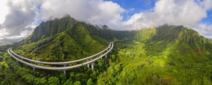USA, Haswaii, Kaneohe, Kaneohe Forest Reserve, John A. Burns Freeway - FOF10256