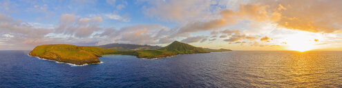 USA, Haswaii, Oahu, Hanauma Bay Nature Preserve, Aerial view of Hanauma Bay at sunrise - FOF10259