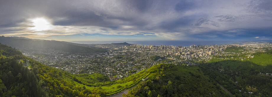 USA, Haswaii, Oahu, Honolulu, view from Tantalus Lookout at sunrise, Puu Ualakaa State Park - FOF10271