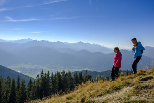 Germany, Bavaria, Hoernle near Bad Kohlgrub, young couple on a hiking trip in alpine landscape - LBF02348