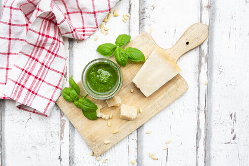Glass of homemade pesto Genovese, ingredients and kitchen towel - LVF07750