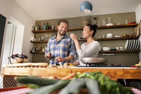 Deutschland, NRW, Frechen, Küche, Kochen, Paar, Spaß, - PESF01224