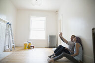 Couple taking selfie in empty new house - HEROF18551