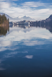 Slovenia, Gorenjska, Bled, Bled lake in a winter morning - FLMF00134