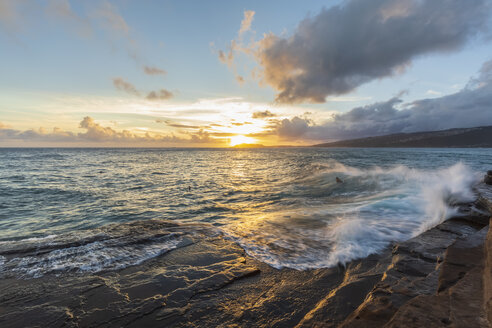 USA, Hawaii, Oahu, China Wall at sunset - FOF10272