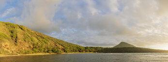 USA, Hawaii, Oahu, Hanauma Bay, dead volcano crater and Koko Crater - FOF10281