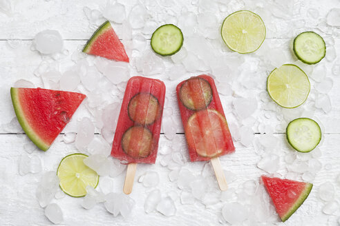 Homemade watermelon cucumber ice lollies on white ground - GWF05842