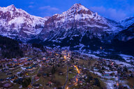 Switzerland, Canton of Bern, Wetterhorn, Grindelwald, townscape at blue hour in winter - AMF06760