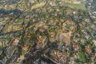 USA, California, Del Mar, Aerial view of villas - RUNF01097