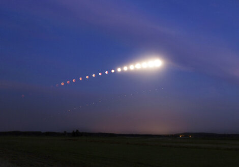 Germany, Brandenburg, Landkreis Havelland, composite sequence of total lunar eclipse of July 27, 2018 with planet Mars - THGF00068