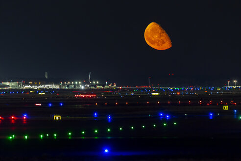 Germany, Frankfurt on Main, moon rise over runway - THGF00074