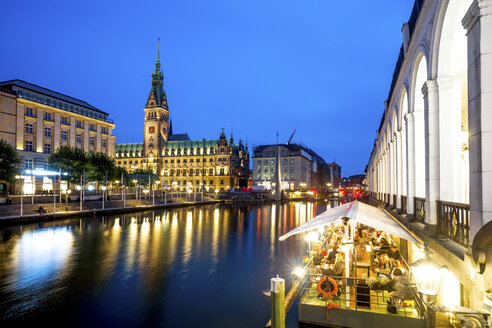 Germany, Hamburg, City Hall and Little Alster at blue hour - PUF01367