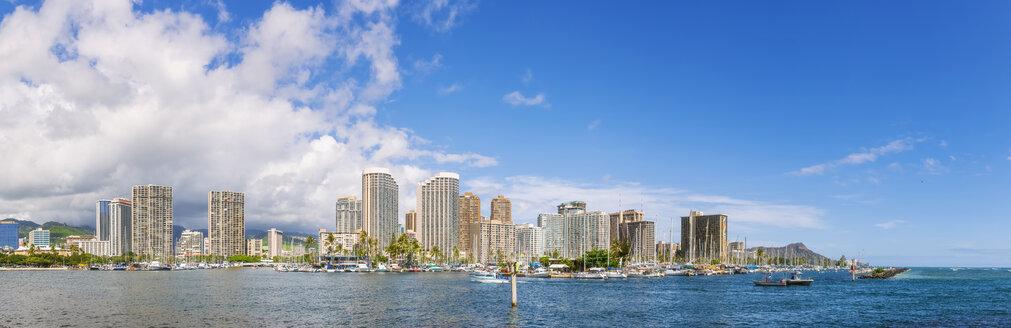 USA, Hawaii Oahu, Honolulu, Skyline with Ala Wai Boat Harbour and Diamond Head - FOF10284